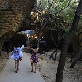 Wandering_girl_India